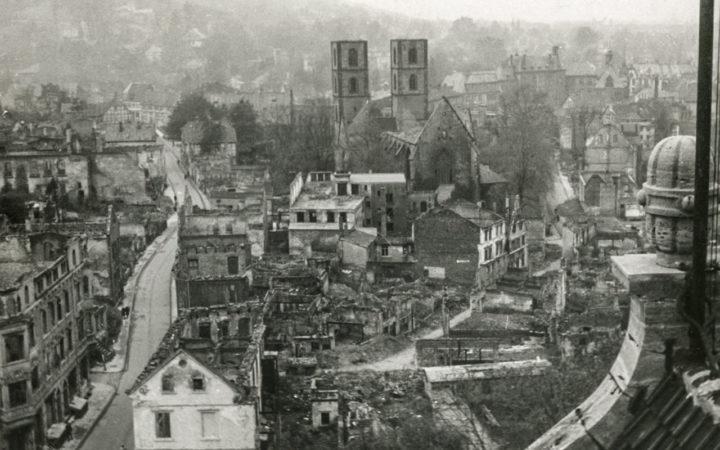 Bielefeld: Marienkriche, Kreuzstraße nach dem Bombenangriff 1944 · Foto: Stadtarchiv